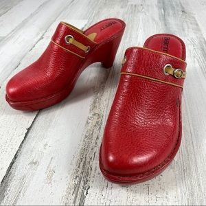 BORN red heeled mule/clog